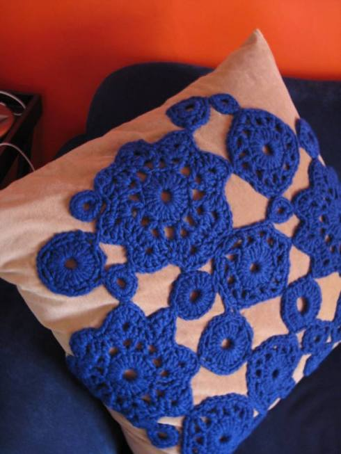 crochetpillow.jpg